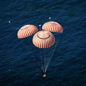 Apollo 16 parachutes